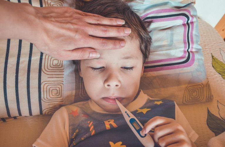 Названы пять симптомов «британского» штамма COVID-19 у детей