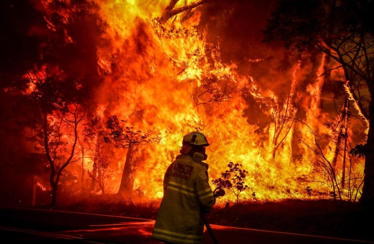 Сильные лесные пожары снова бушуют в Австралии (Фото, Видео)