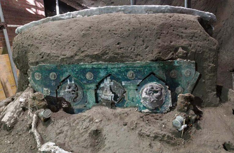 В Помпеях обнаружили уникальную римскую колесницу исключительной сохранности