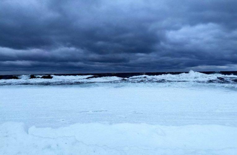Побережье Балтийского моря замерзло впервые в ХХI веке