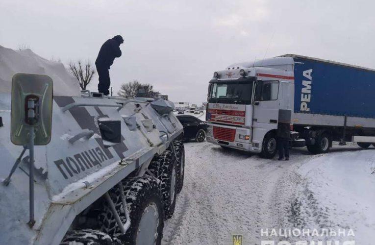 В Киеве для спасательных операций задействовали БТРы