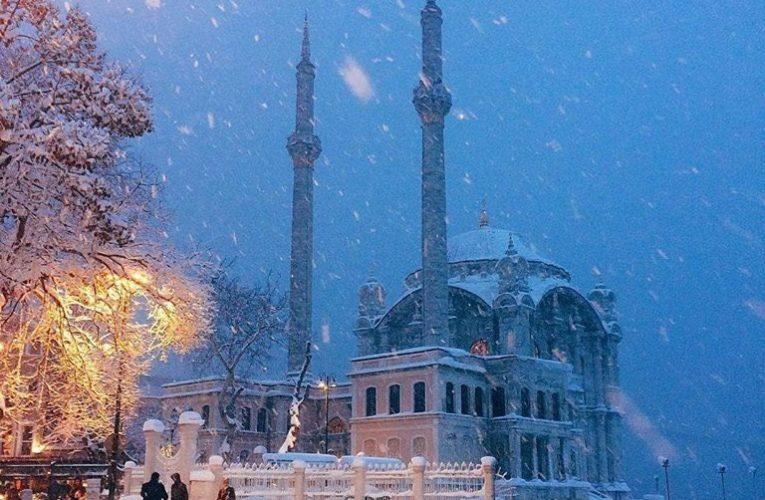 Сильный снегопад обрушился на Стамбул (Фото)