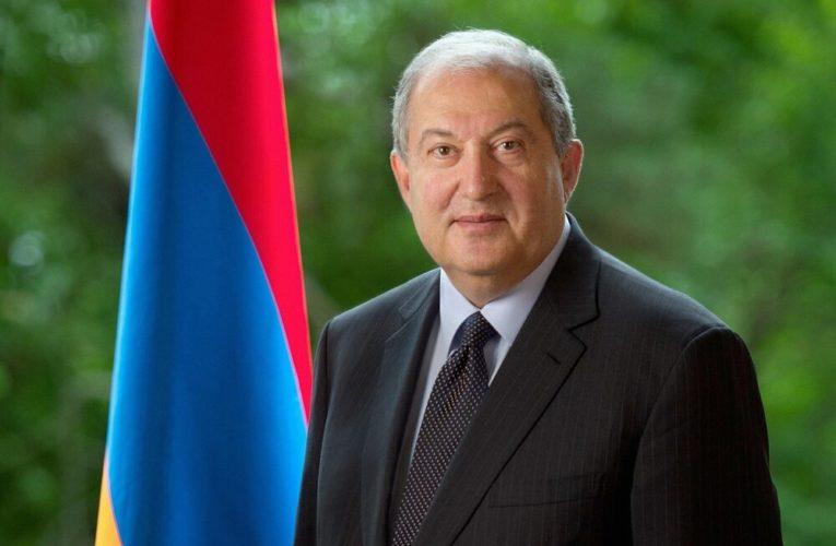 Президент Армении отказался подписывать указ об отставке главы Генштаба