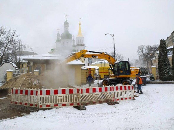 Центр Киева остался без горячей воды и отопления