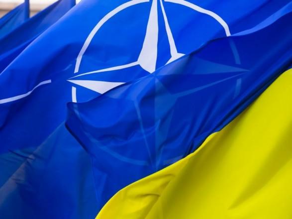 """В НАТО назвали сумму """"ковидной"""" помощи Украине"""