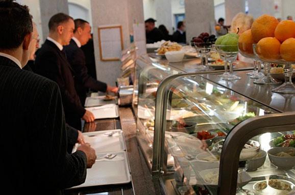 Стало известно, чем кормят нардепов в столовой Верховной Рады (Фото)