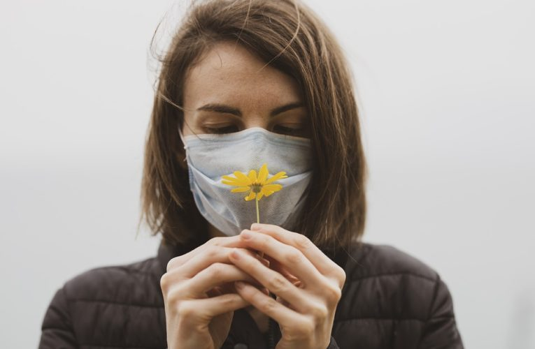 Названо лучшее время для вакцинации аллергиков от коронавируса