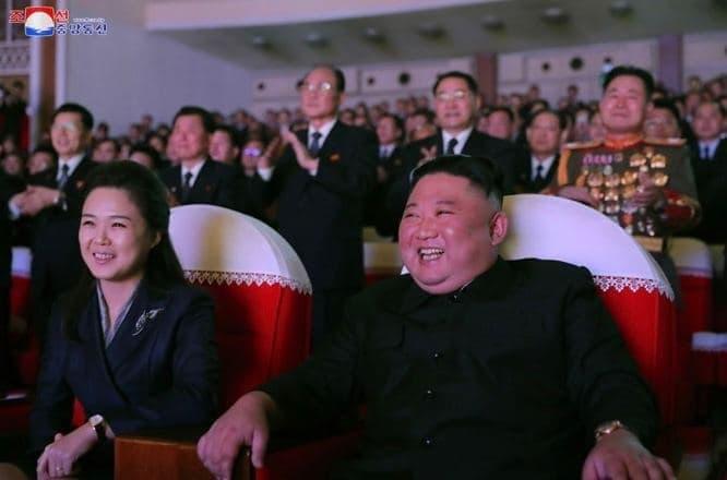 Жена Ким Чен Ына впервые с 2020 года появилась на публике (Фото)