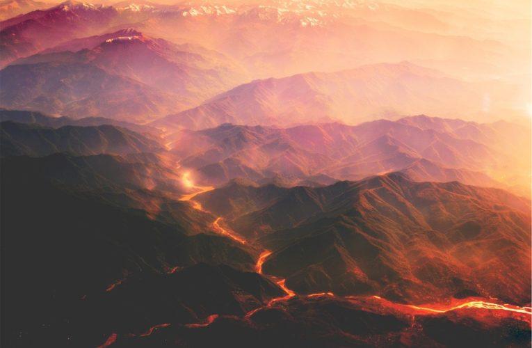 Вулкан Этна проснулся и засыпал Сицилию пеплом (Видео)