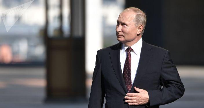 Сенаторы одобрили закон, позволяющий Путину снова баллотироваться на пост президента