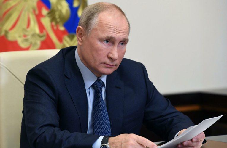Журналист кремлевского пула раскрыл, кто придумывает Путину необычные фразы для речей