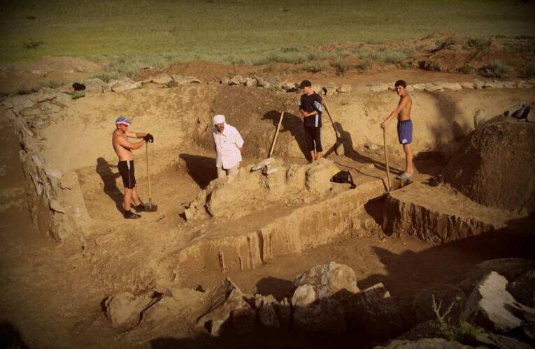 В некрополе археологи нашли загадочное захоронение горбуньи