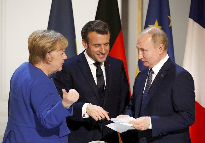 Путин поговорил с Меркель и Макроном