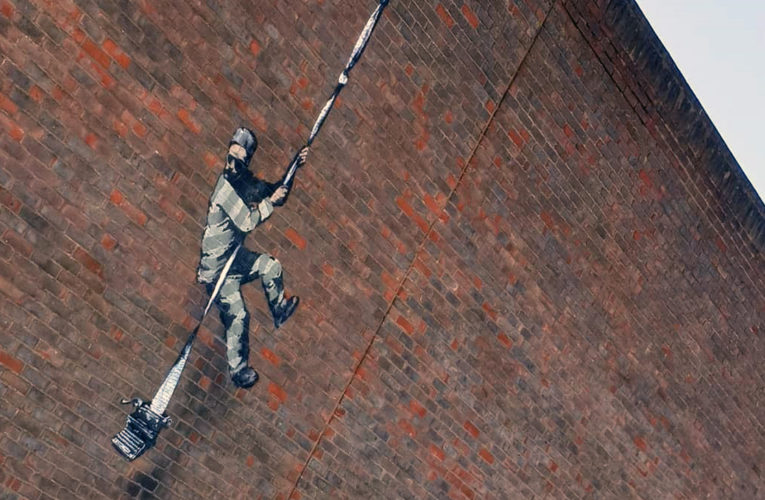 Бэнкси приписали авторство граффити на стене британской тюрьмы