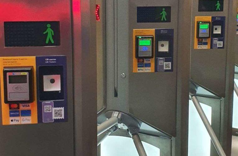 В метро Киева установили необычные турникеты