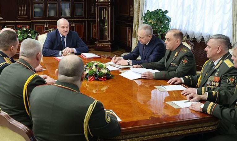 Лукашенко приказал  генералам готовиться к гражданской войне