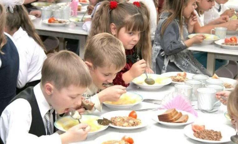 Кабмин утвердил новую систему питания в школах
