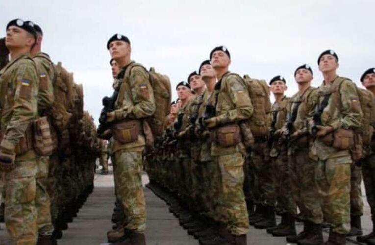 Стало известно, чем заменят срочную службу в армии
