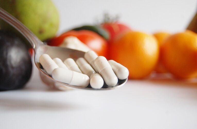 Названы витамины, которые помогут организму справиться с COVID-19