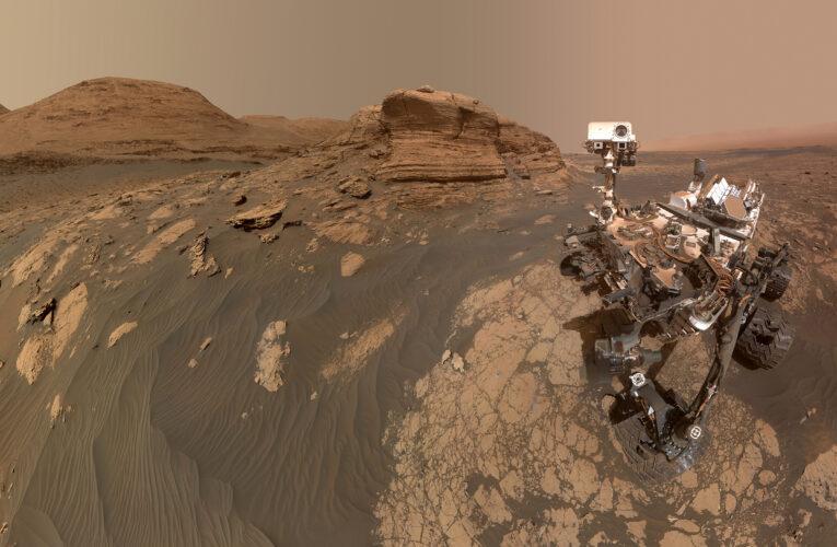 Марсоход НАСА Curiosity сделал селфи с холмом Мон-Мерку (Фото)