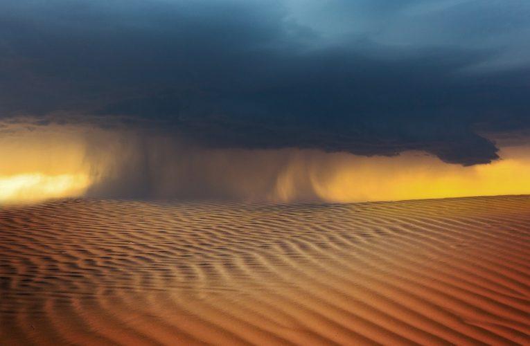 Сильнейшая песчаная буря обрушилась на страны Персидского залива (Видео)