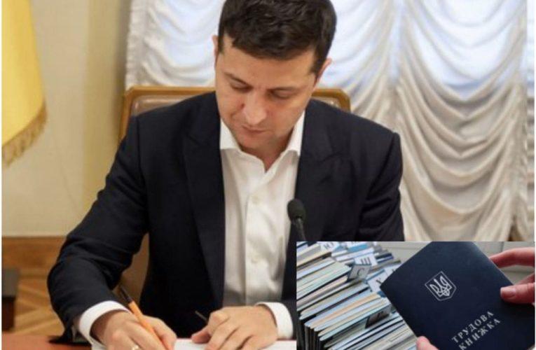 Владимир Зеленский подписал закон о введении е-трудовых