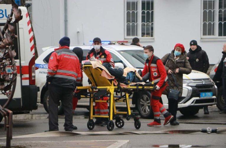 Пожар в реанимационном отделении больницы в Киеве: первые подробности и кадры с места