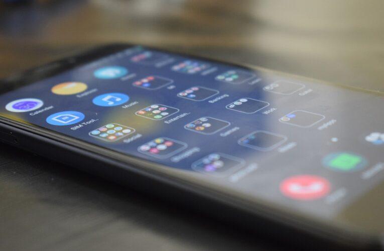 Смартфоны Xiaomi начнут предупреждать владельца о подглядывании в экран
