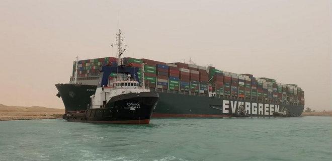 Спутник снял заблокированный судном Суэцкий канал