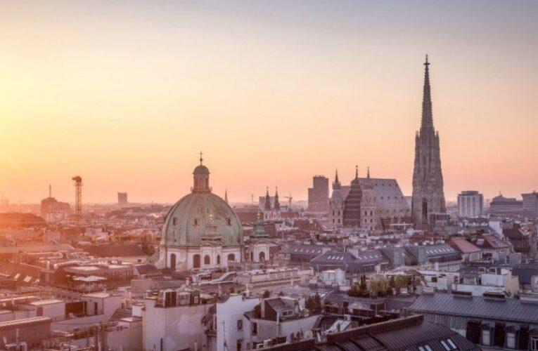 Австрия запретит населению выходить из дома: в магазин только с ПЦР