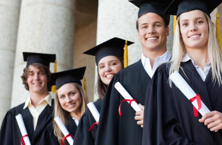 Лучшие выпускники школ получат от 10 до 100 тыс. гривен