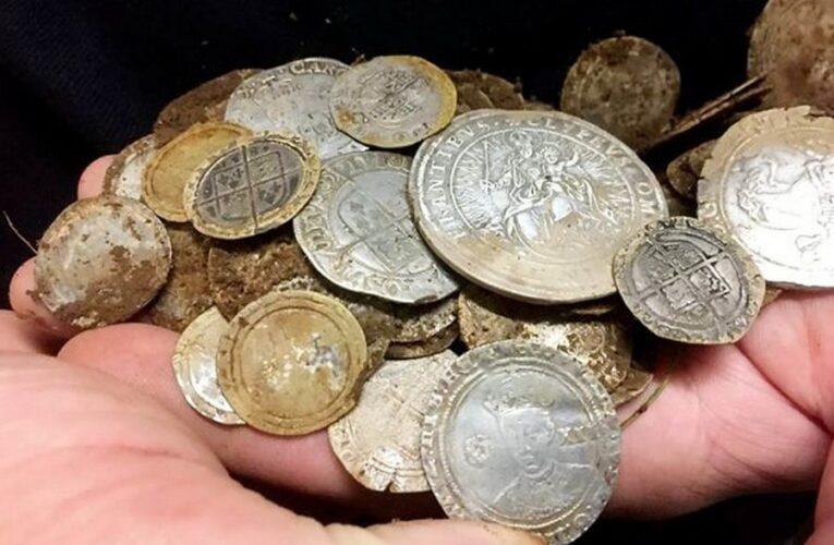 В Уэльсе найдено средневековое золотое кольцо с выгравированным черепом