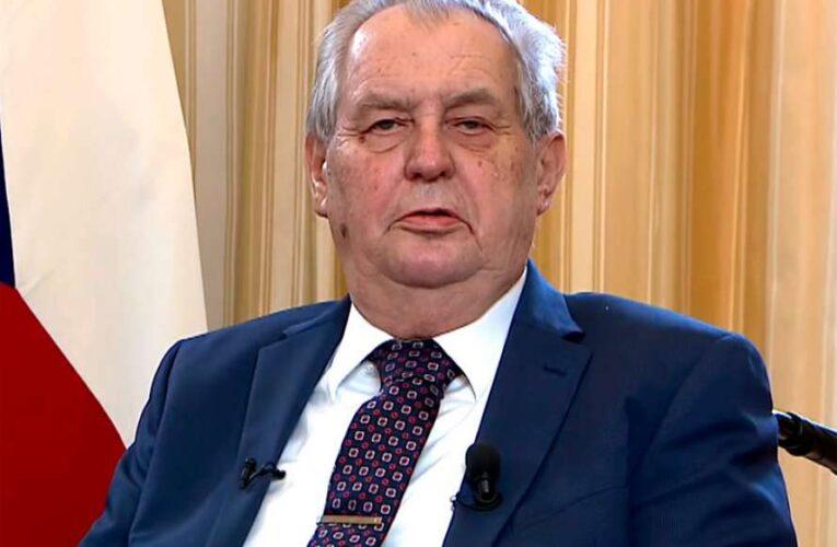 Из-за шпионского скандала  в Чехии хотят судить президента