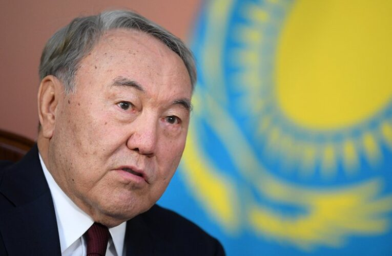 Назарбаев отказался от народной должности