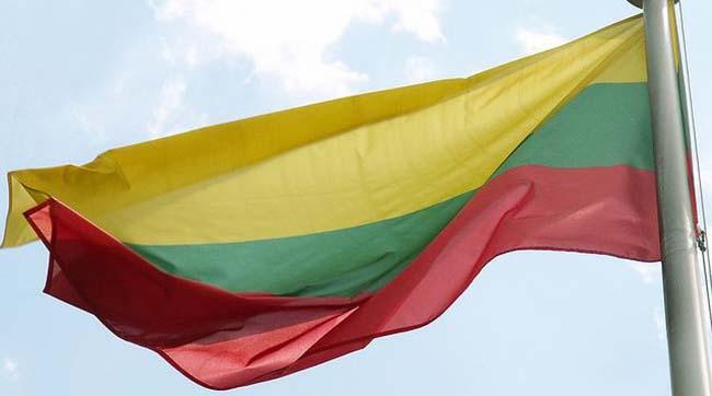 Латвия и Литва выслали российских дипломатов в знак солидарности с Чехией