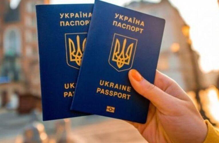 Украинским чиновникам запретили иметь двойное гражданство