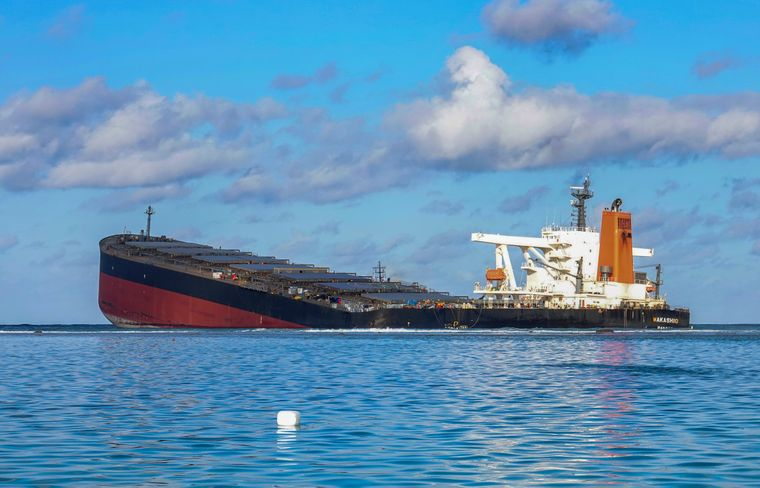 У берегов Норвегии танкер лег на бок и подал сигнал бедствия (Видео)