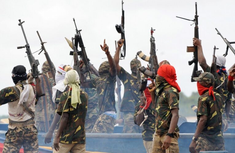 В Мозамбике боевики обезглавили 12 человек