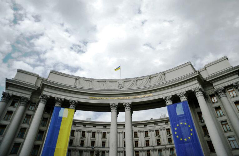 В МИДе рассказали, как будут помогать украинцам, находящимся за границей