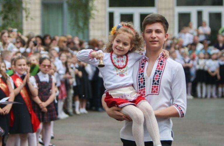 Названы даты последнего звонка в школах Украины