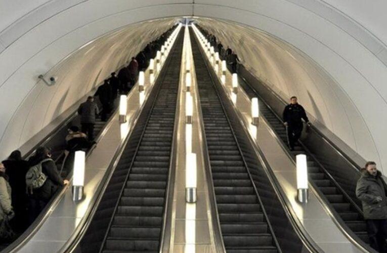 На центральной станции киевского метро пассажир попал под поезд