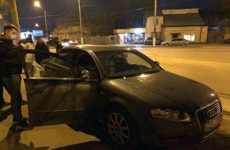 Столичные полицейские поймали бандитов, которые ограбили мужчину на пять миллионов гривен