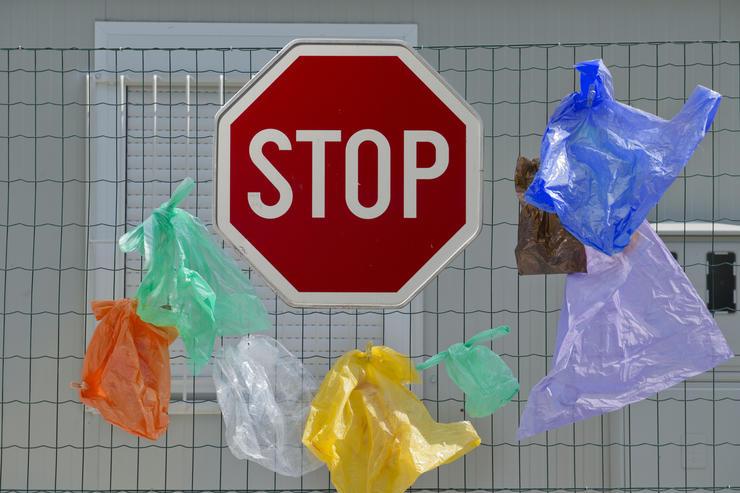 Депутаты ввели штраф за использование пластиковых пакетов