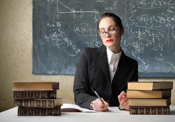 Учителям опять пообещали поднять зарплаты