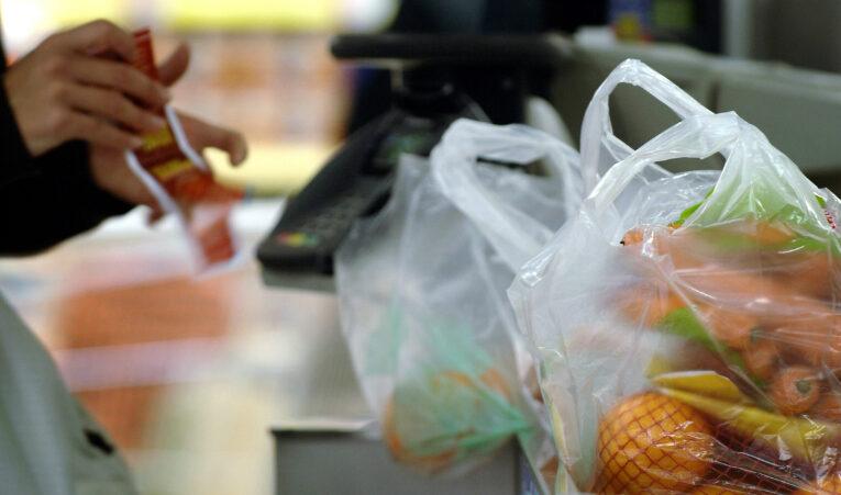 Стало известно, когда из украинских магазинов исчезнут пластиковые пакеты