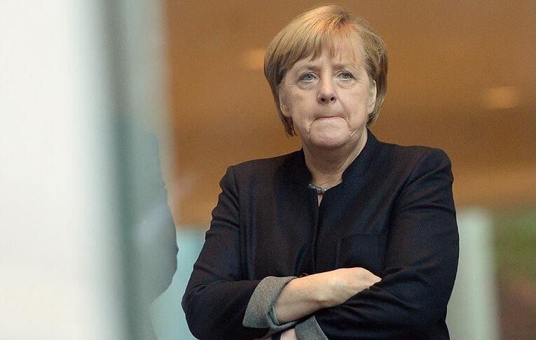 Меркель направляет делегацию в США для устранения напряженности