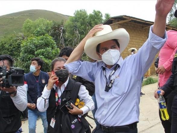 Учитель  начальной школы победил на президентских выборах в Перу