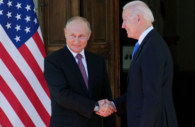 Стало известно, что подарили друг другу Путин и Байден