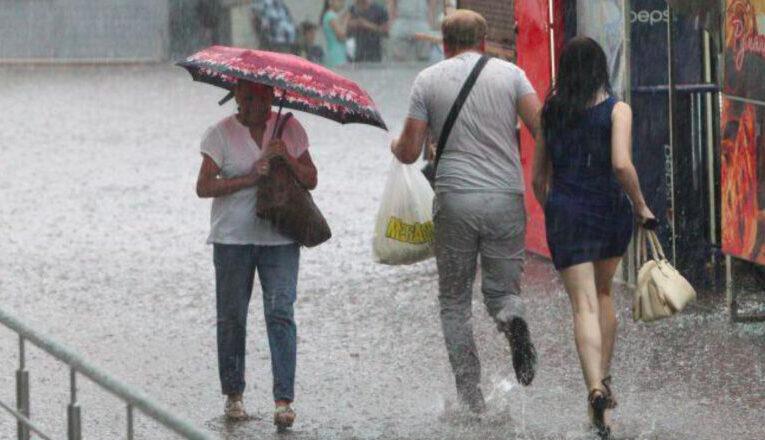 В Украине установится прохладная погода с ливнями и шквальным ветром