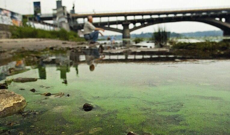 В водах Днепра обнаружили 161 загрязнитель